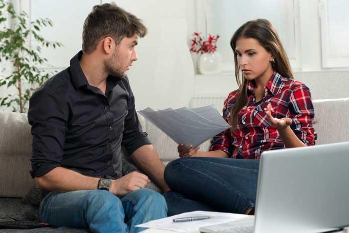 муж с женой разговаривают