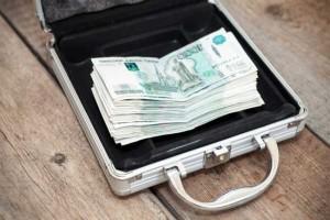 деньги в кейсе