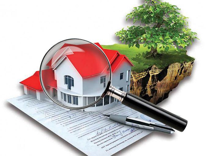 Дом, участок, лупа и документы