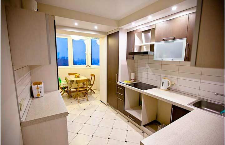 Совмещения кухни с балконом