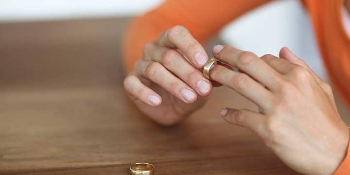 При разводе можно выписать бывшего супруга, если жилье было приватизировано до брака