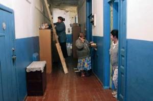 женщины в коммунальной квартире