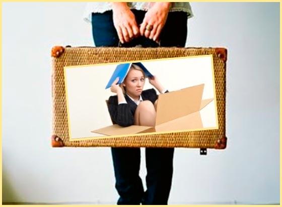 Человек с чемоданом и коробкой