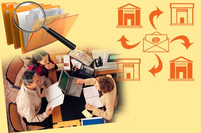Люди в банке, документы и письмо в банк