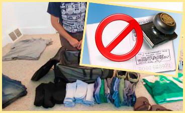 Человек собирает вещи, и отмена прописки в паспорте