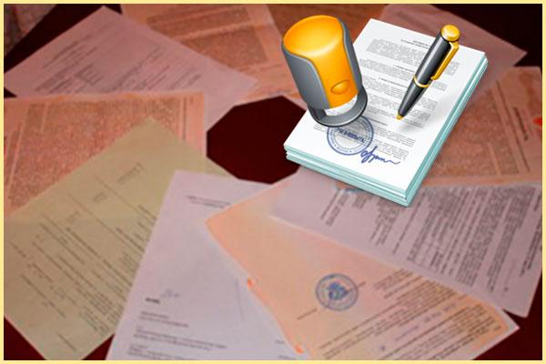 документы на столе и подписание договора