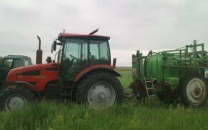 Трактор в работе